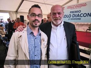 """Toni Capuozzo insignito del Premio """"Paolo Diacono"""" a Cividale del Friuli (Udine) posa gentilmente con Alberth Mayhem"""