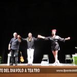 Applausi a teatro con il compositore Ivan Ziraldo e la burlesque performer Sweet Pepper