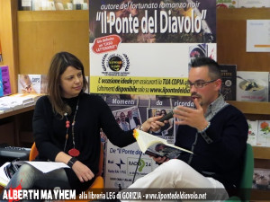 La giornalista Ilaria Purassanta conversa con Alberth Mayhem alla libreria LEG di Gorizia