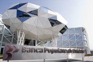 """L'avveniristica sede della Banca di Cividale accanto al centro commerciale """"Borc di Cividat"""""""